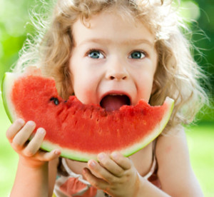child-eating-healthy food